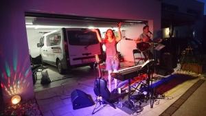 Coverage beim Garagenkonzert Strassenfest in Pasching