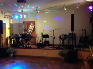 Tanzfläche mit Bühne beim Danzer Wirt